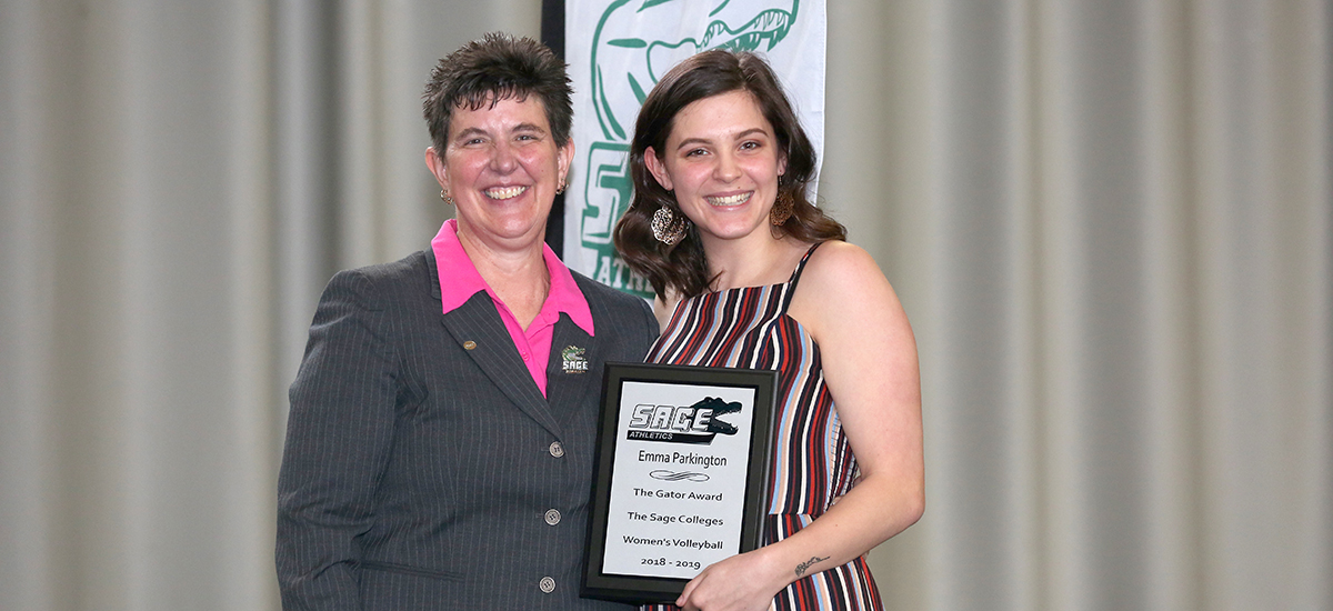 Head Coach Sandy Augstein-Collins bestows Gator of the Year honors in women's volleyball to Emma Parkington