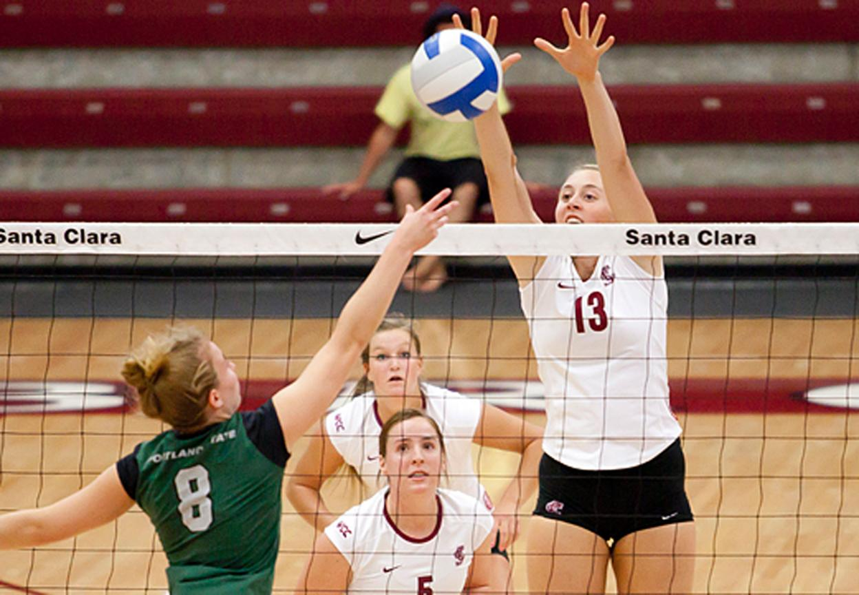 Volleyball Defeats Portland State in 3