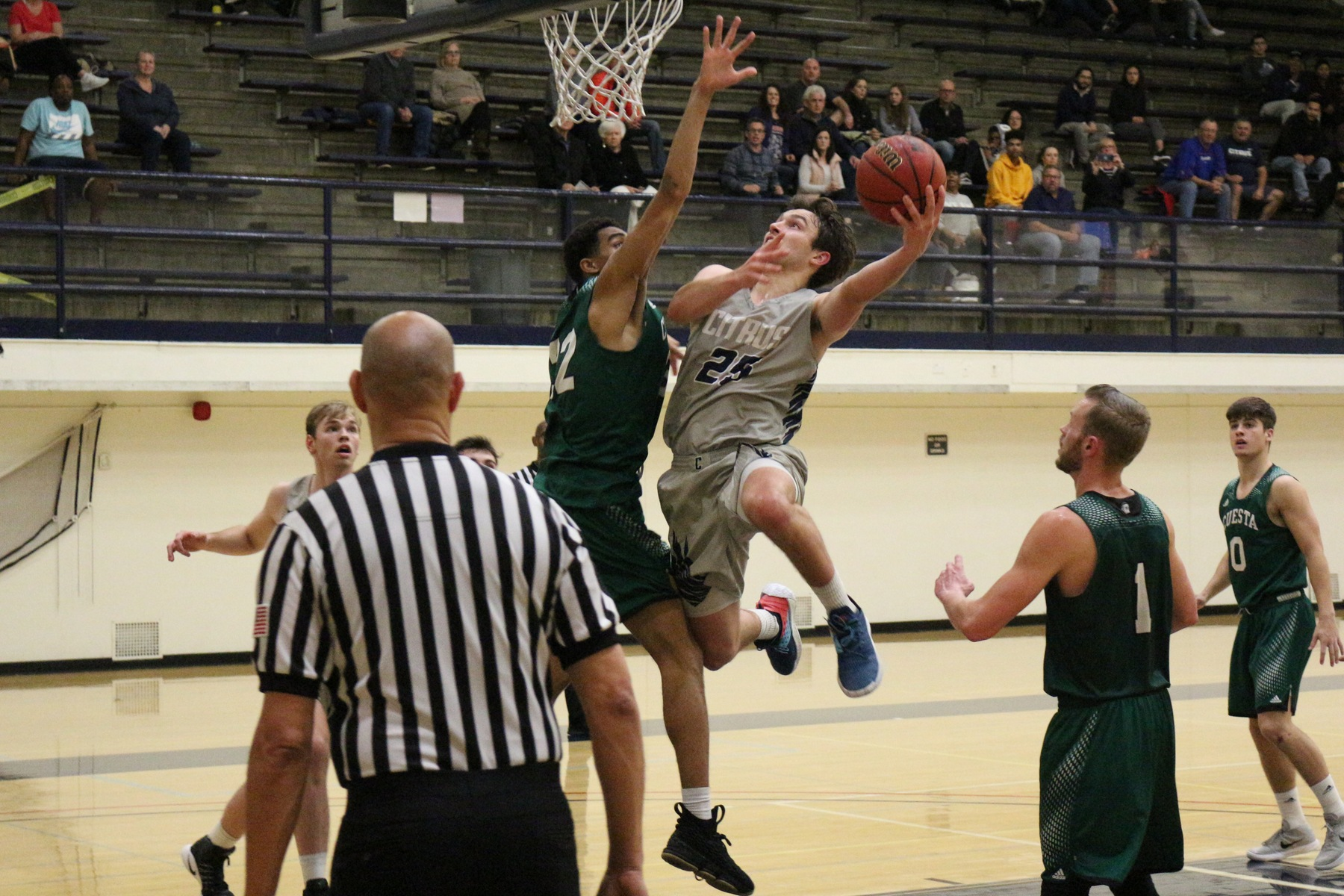 Sam Gagliardi attacks the basket. image: Richard Miranda, II