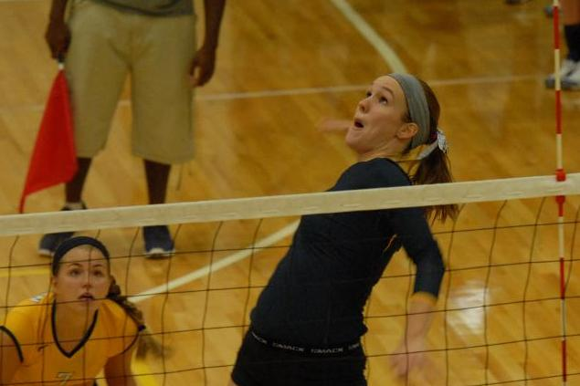 Volleyball Sweeps  wo Matches to Open Earlham Invitational