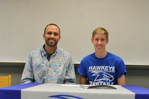 Payton Bahl (right) signs his letter of intent with head coach Tyler Mulder (left).