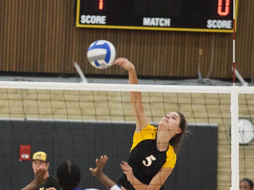 Mariners Volleyball Defeats Mendocino In Thrilling Season Finale 3-2