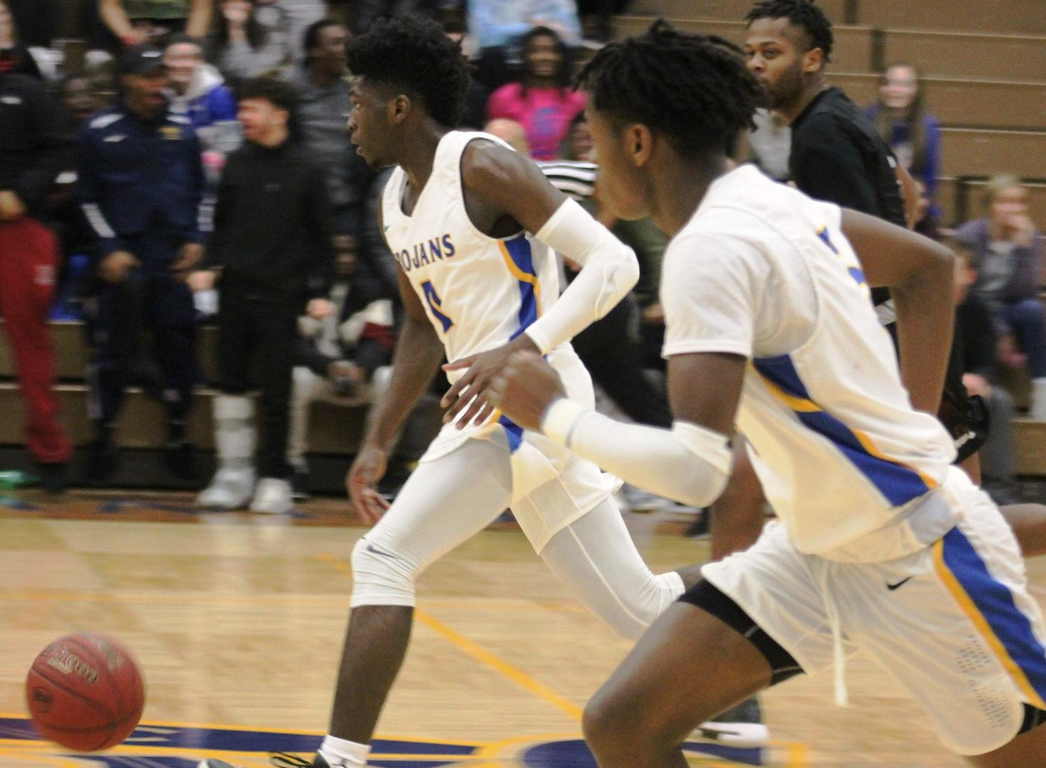 NIACC's James Harris and Quentin Hardrict run the fast break in Wednesday's victory.