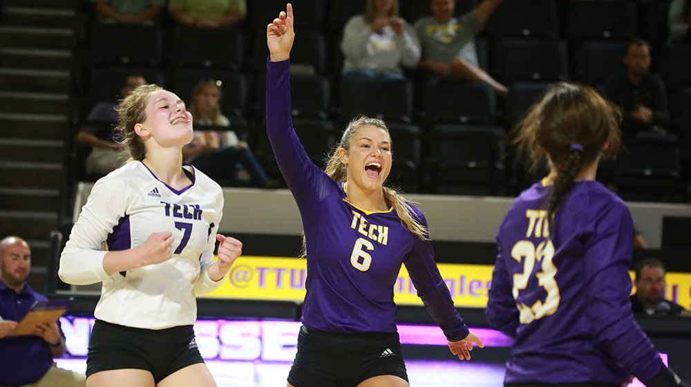Volleyball takes down Tigers to complete weekend sweep in Nashville