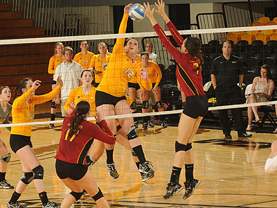 The Bulldogs and Huskies battle in Friday's match (Photo Courtesy MTU)