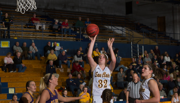 Blugolds fall to Eagles in WIAC First Round