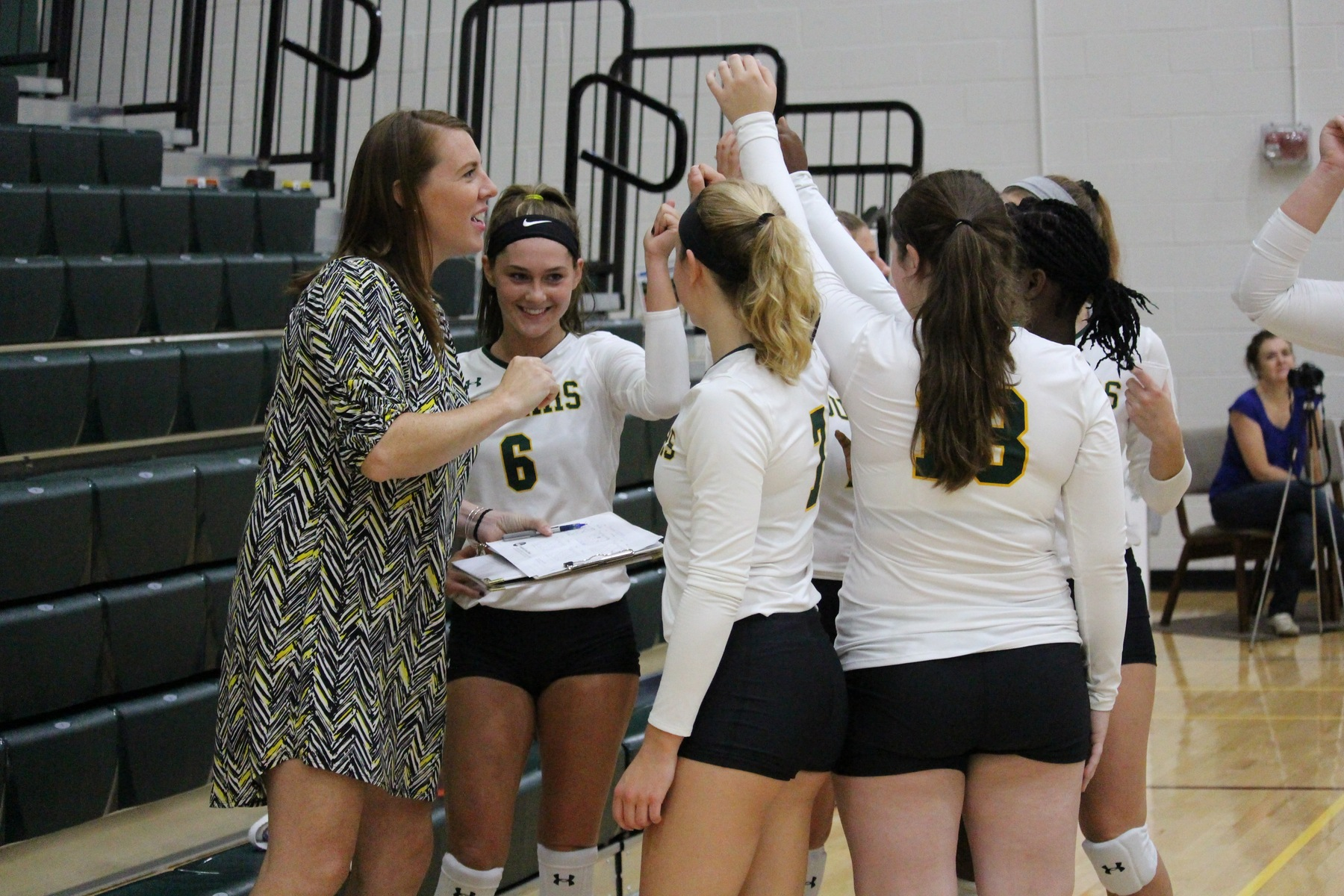 FCC Wins Five Set Thriller Over CCBC Essex