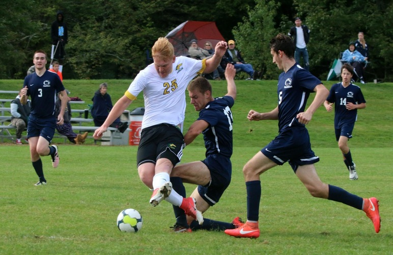 Rettle's PK Carries Men's Soccer to 1-0 Win Over Penn State Hazleton
