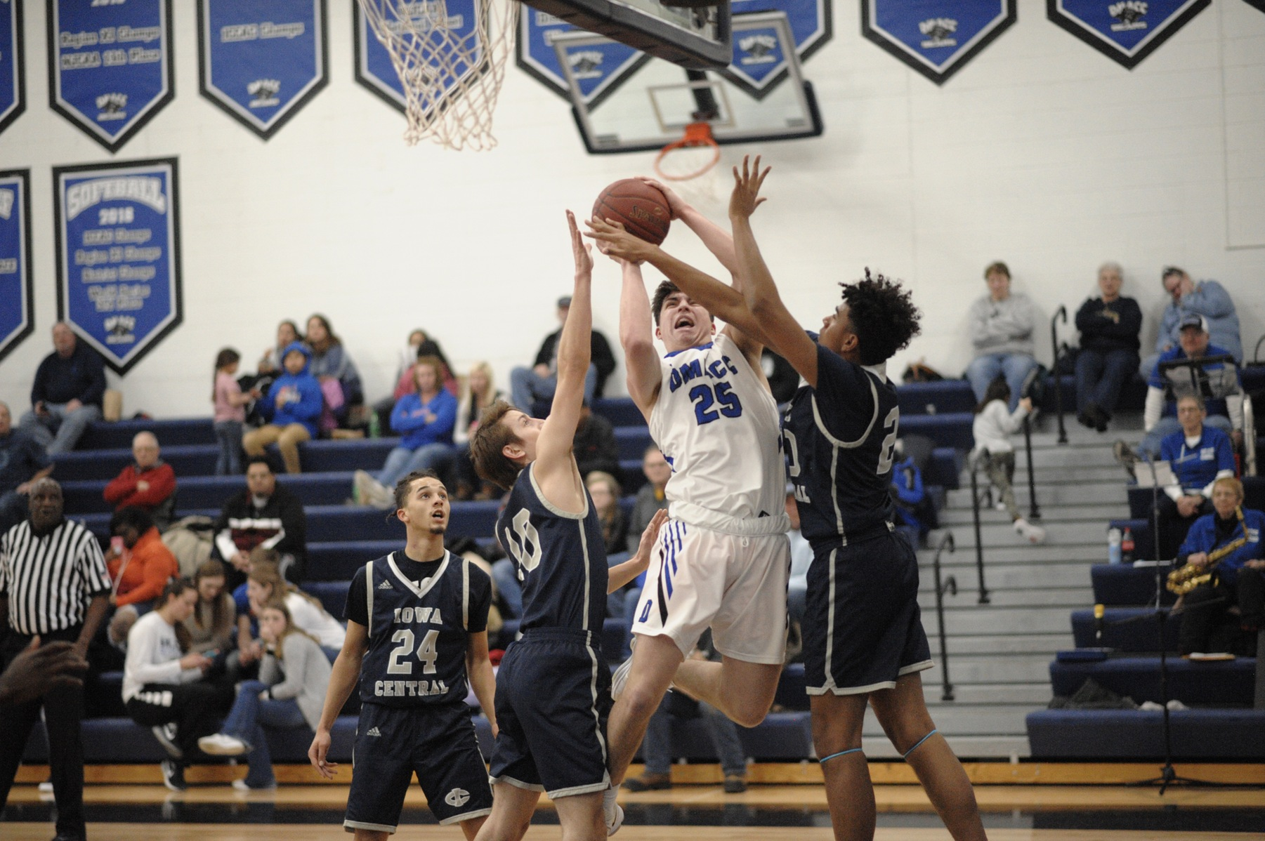 DMACC men's basketball team closes regular season with win