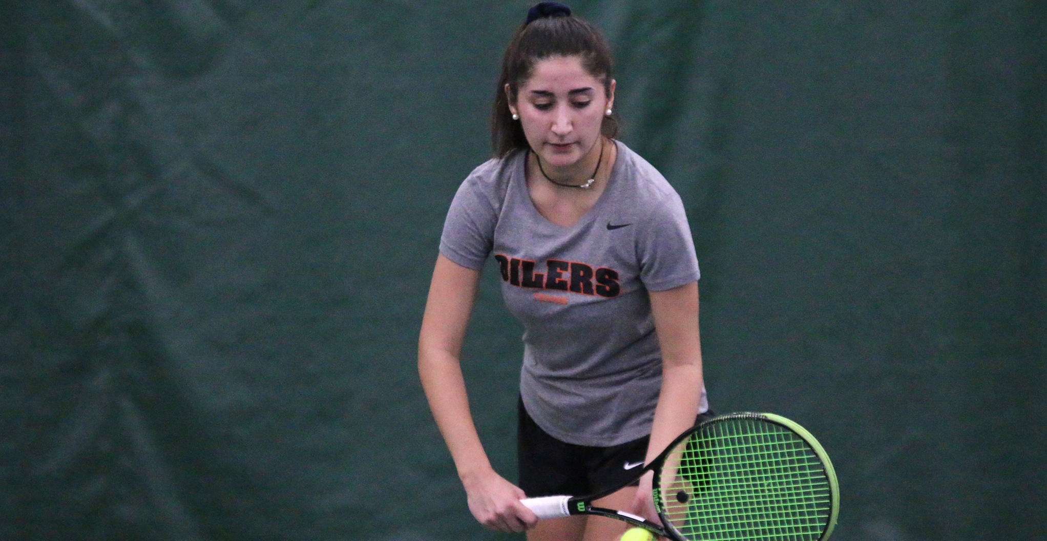 Oilers Narrowly Defeated by Rockhurst