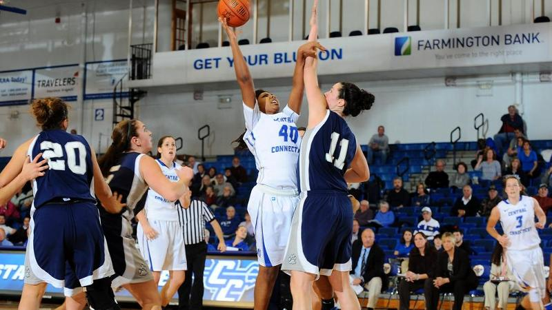 Women's Hoop Falls at Sacred Heart
