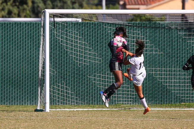 Deisy Rodriguez makes one of her four saves against Rio Hondo