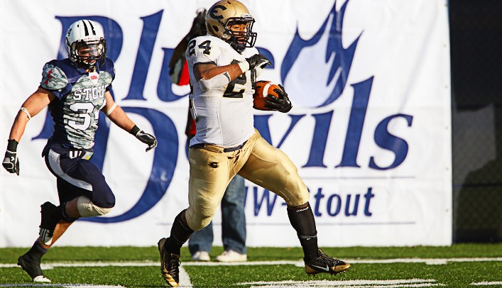 Blugold Football Falls 35-27 to Stout to Lose I-94 Trophy