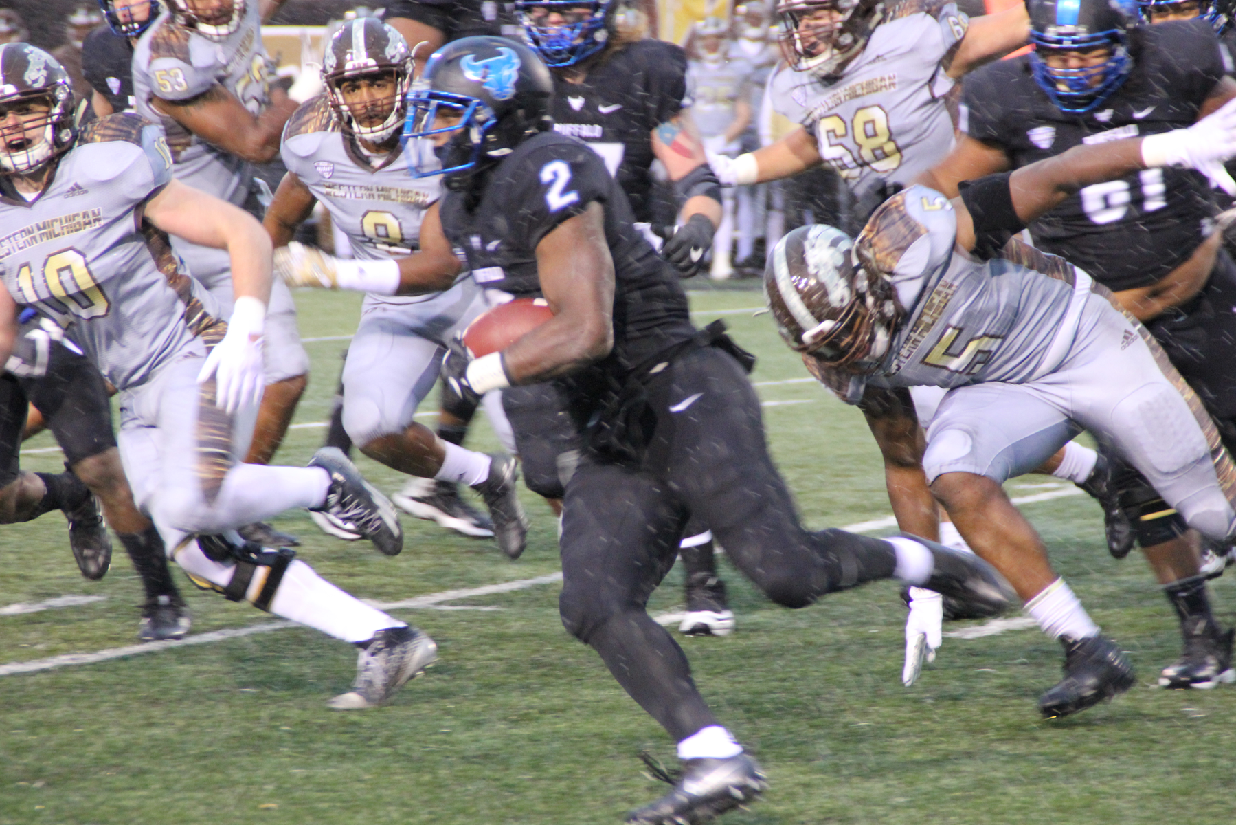 #14 Western Michigan Pulls Away for Victory over Buffalo