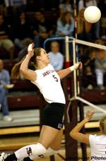 Women's Volleyball Holds On for 3-2 Victory over San Jose State
