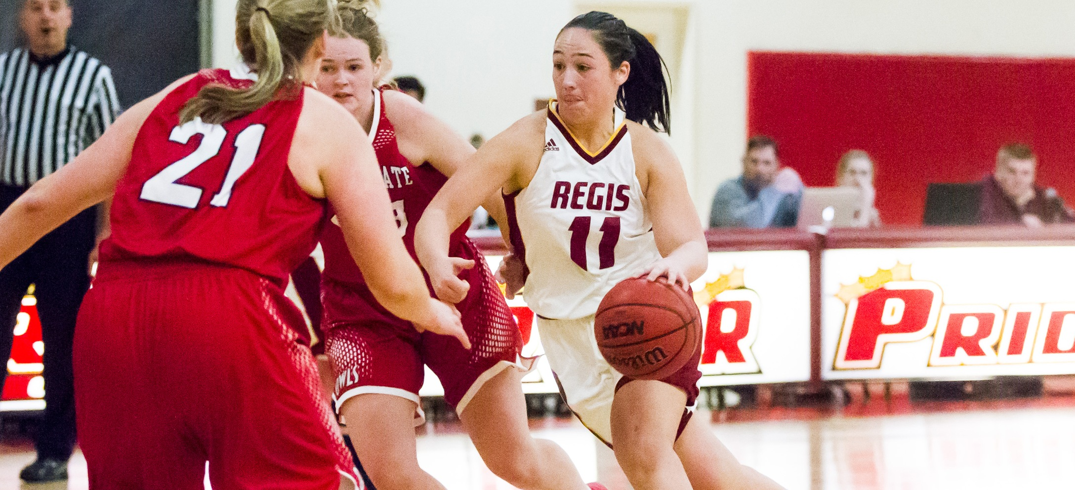 Women's Basketball Takes Down Simmons, Remains Perfect In GNAC