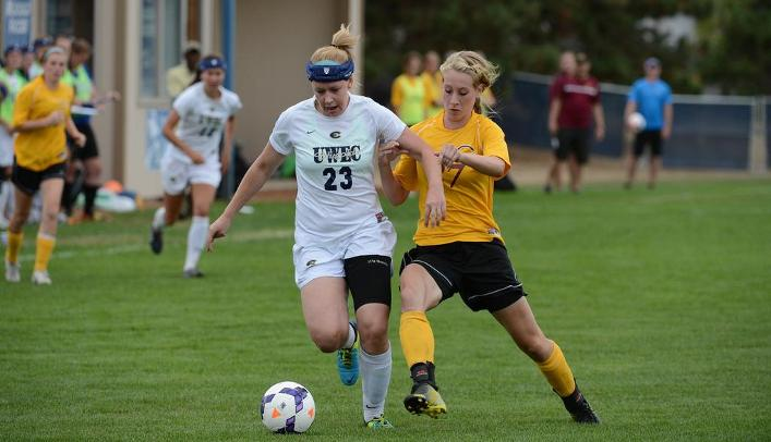 Blugolds' Offense Erupts for Nine Goals in Victory Over Yellowjackets
