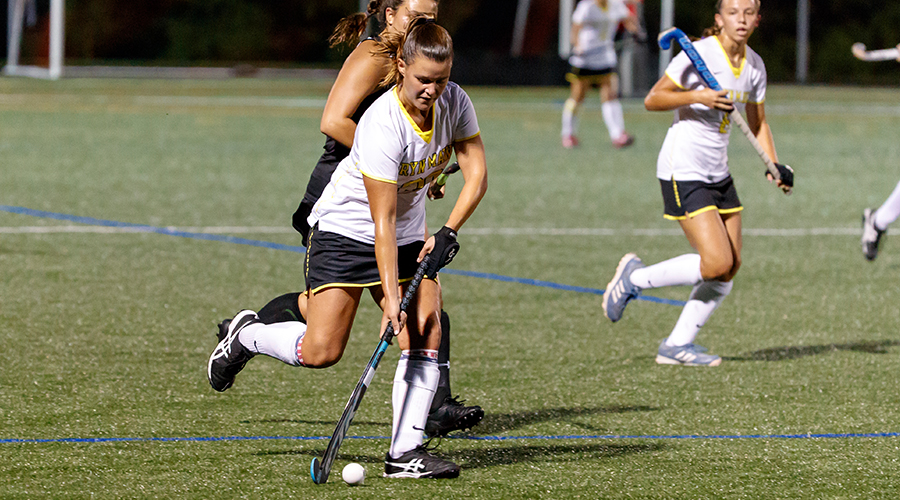 Bailey Turner attacks with the ball for the Owls' field hockey team