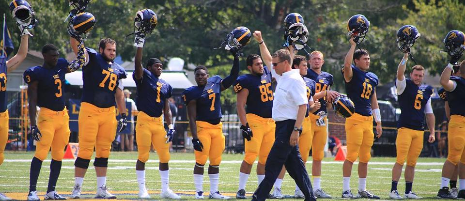 Football Loses Season Opener to Illinois Wesleyan