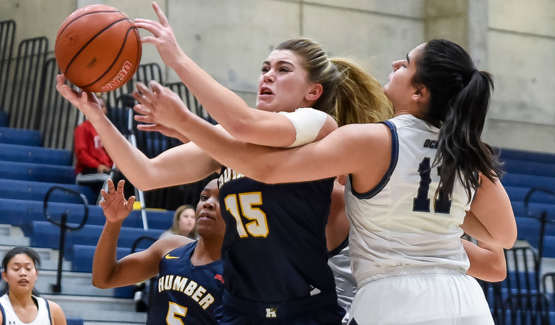 No. 11 WOMEN'S BASKETBALL WIN SIXTH STRAIGHT WITH ROAD WIN OVER UTM, 69-56