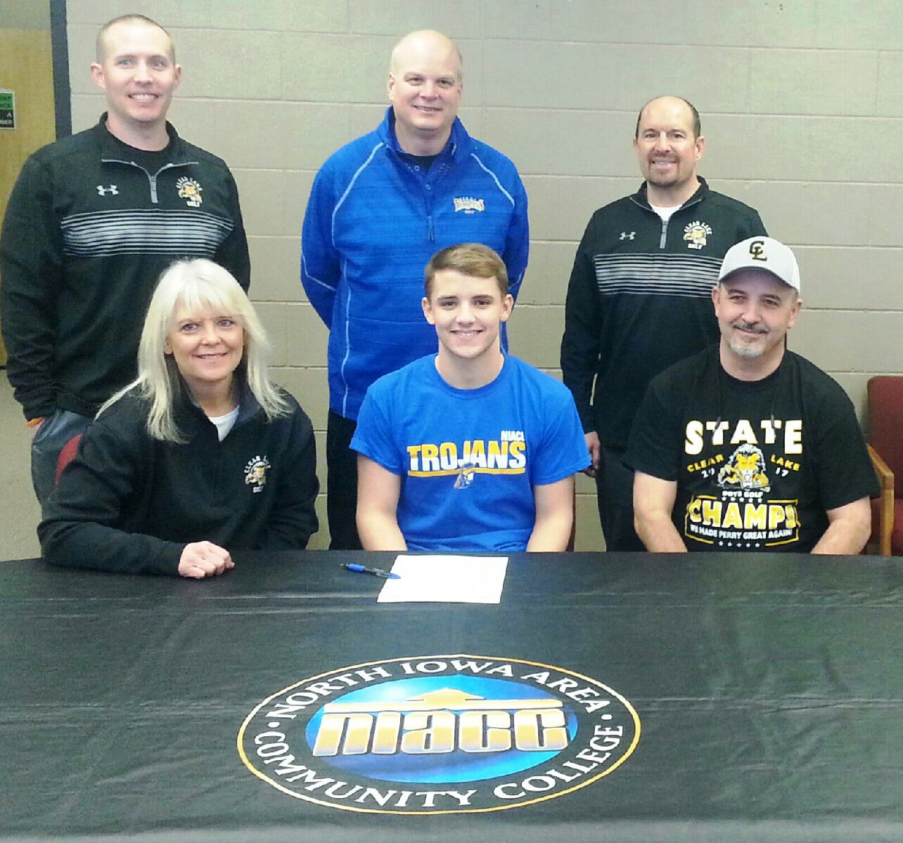 Clear Lake's Jackson Hamiln signed a national letter of intent to play golf next season at NIACC.