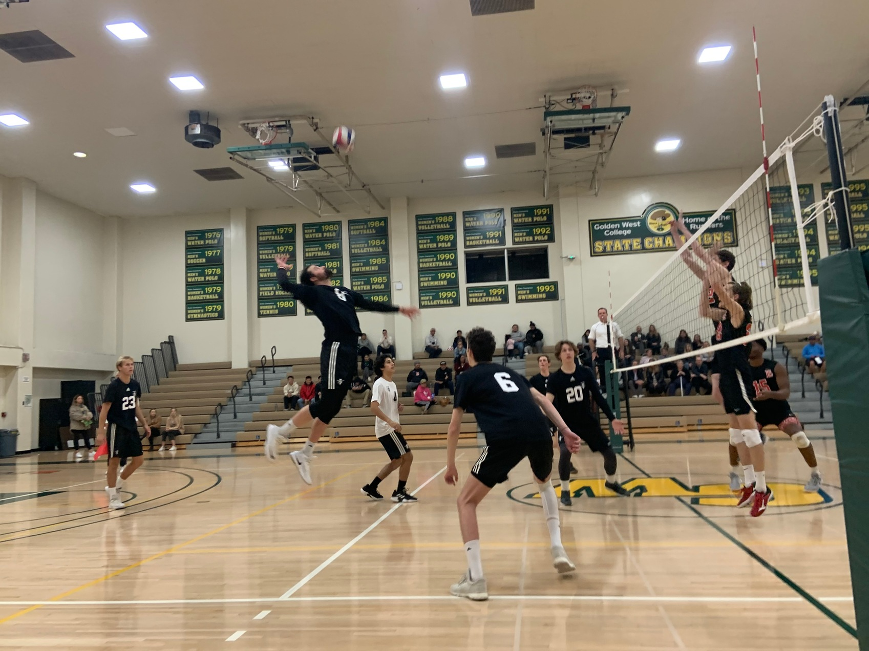 M Volleyball: Earns First Sweep in Dominate Win