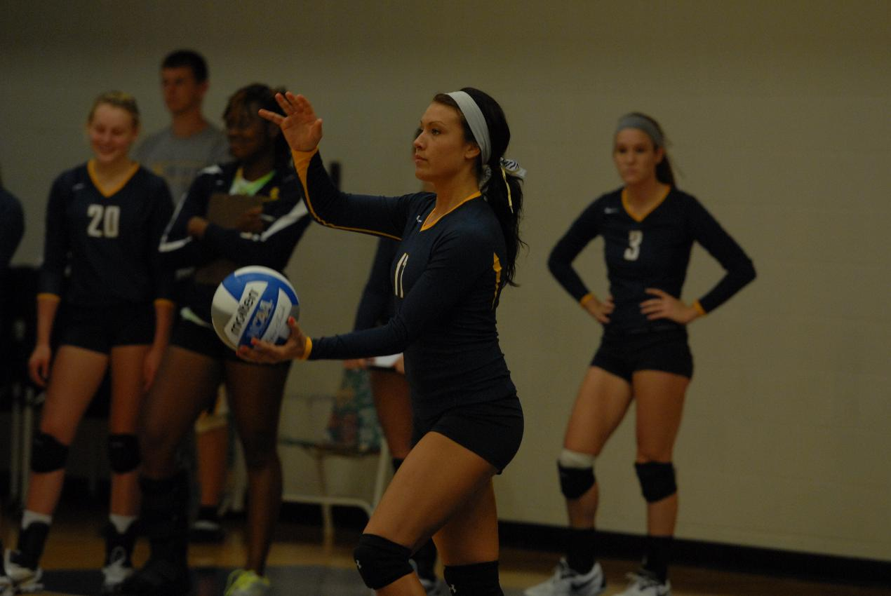 Volleyball Splits Two Matches to Cap Successful Earlham Invitational Performances