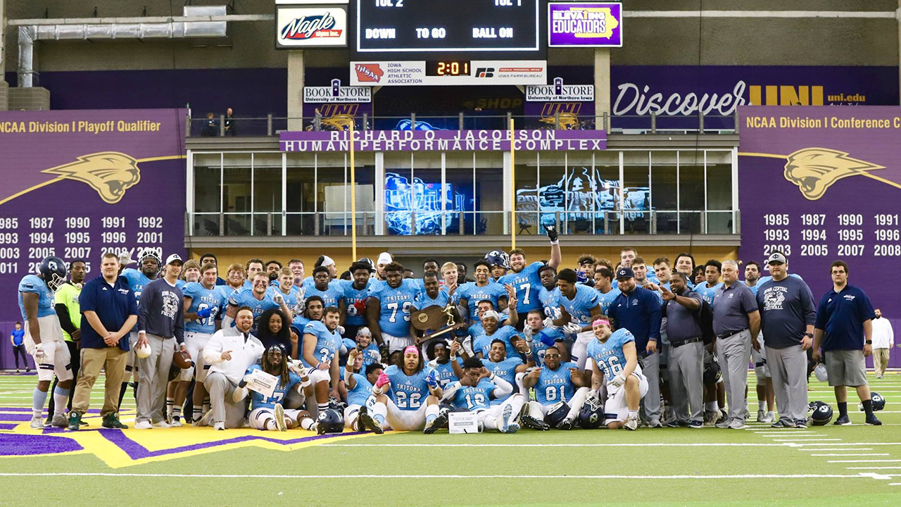 Tritons cap turnaround with Graphic Edge bowl title