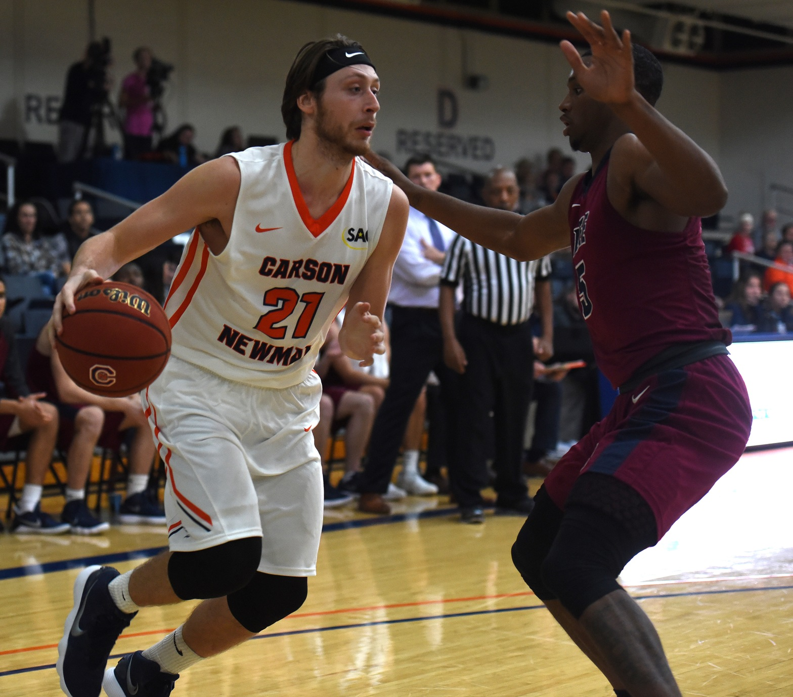 Bates, Teichmann carry Eagles over Lander 77-65