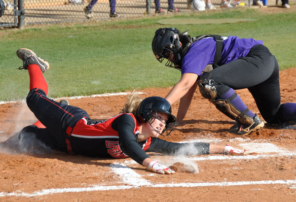 Softball: Panthers roll past Wesleyan
