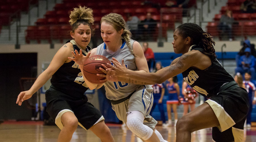 Sara Cramer drive past two Butler defenders in Hutchinson's 57-54 loss on Saturday at the Arena. (Allie Schweizer/Blue Dragon Sports Information)