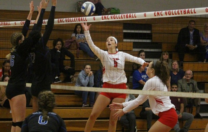 Women's Volleyball Sweeps Dean & Mass. Maritime