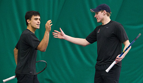 Men's Tennis Blanks Linfield 9-0