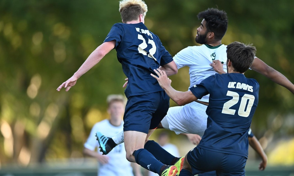 LATE SCORE UNDOES MEN'S SOCCER ON THE ROAD AT UC DAVIS, 1-0