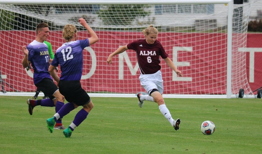 Men's Soccer Tripped Up at No. 1 Calvin