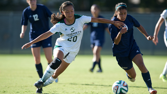 WOMEN'S SOCCER DOWNED BY UC DAVIS ON LATE GOAL