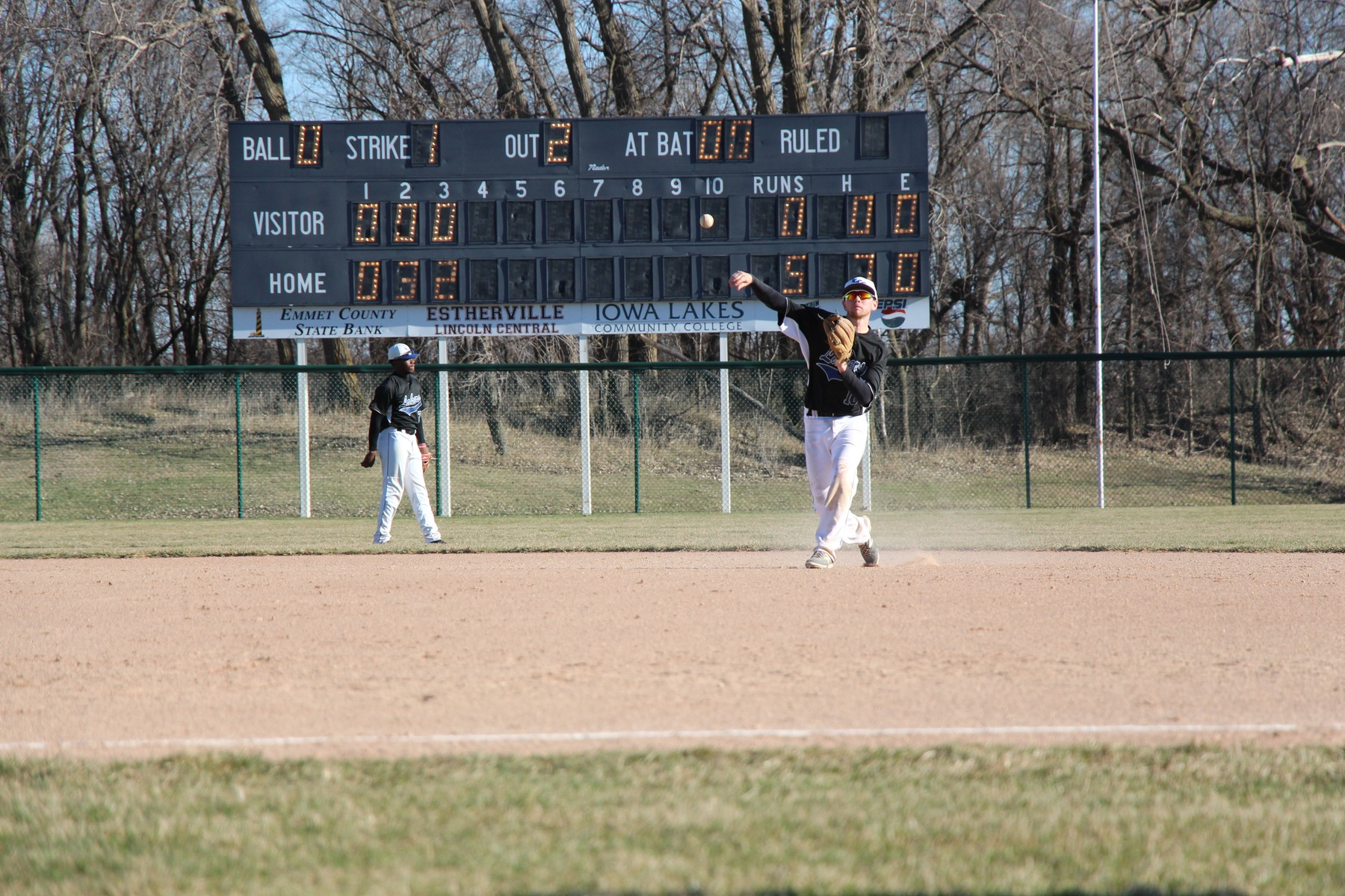 Baseball picksup two wins over Ontario