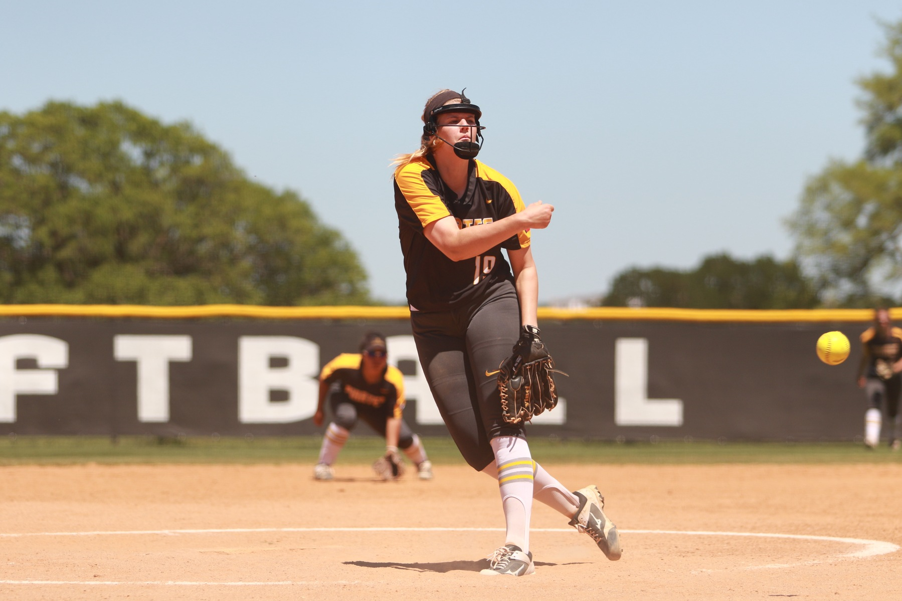 Softball Loses to TLU in SCAC Semifinal, Dropping One Game Away From Elimination