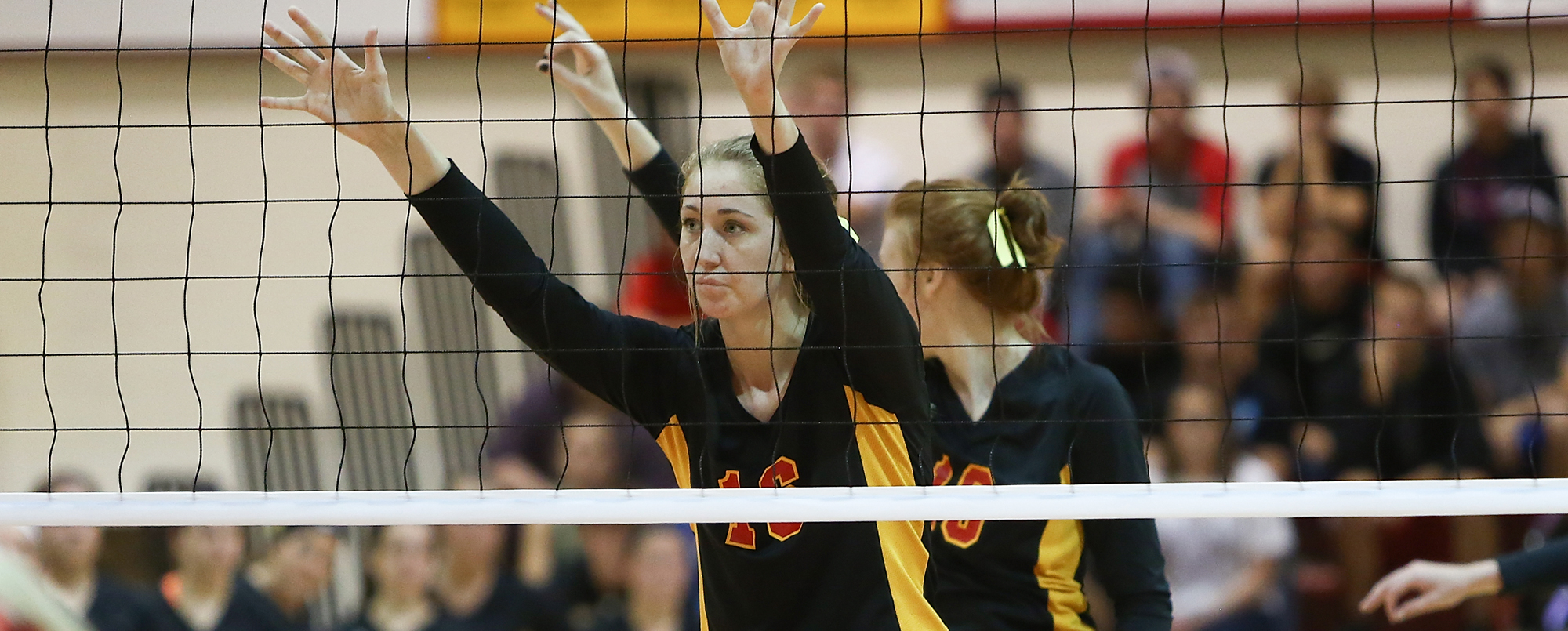 Volleyball splits on final day of Prairie Wolf Invite