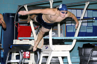 Men's swimming and diving drops narrow decision to Wheaton, 118-115