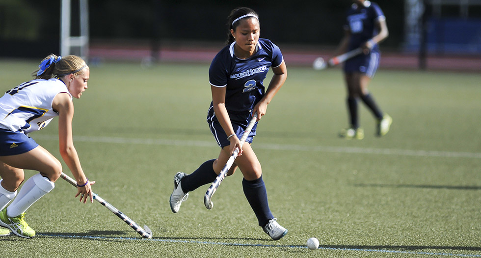 #17 Field Hockey Defeats Simmons in Season Opener