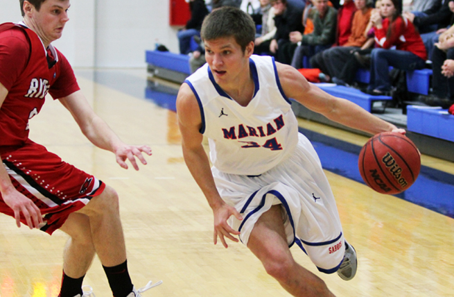 Men's Hoops Escapes Ripon in Home Opener