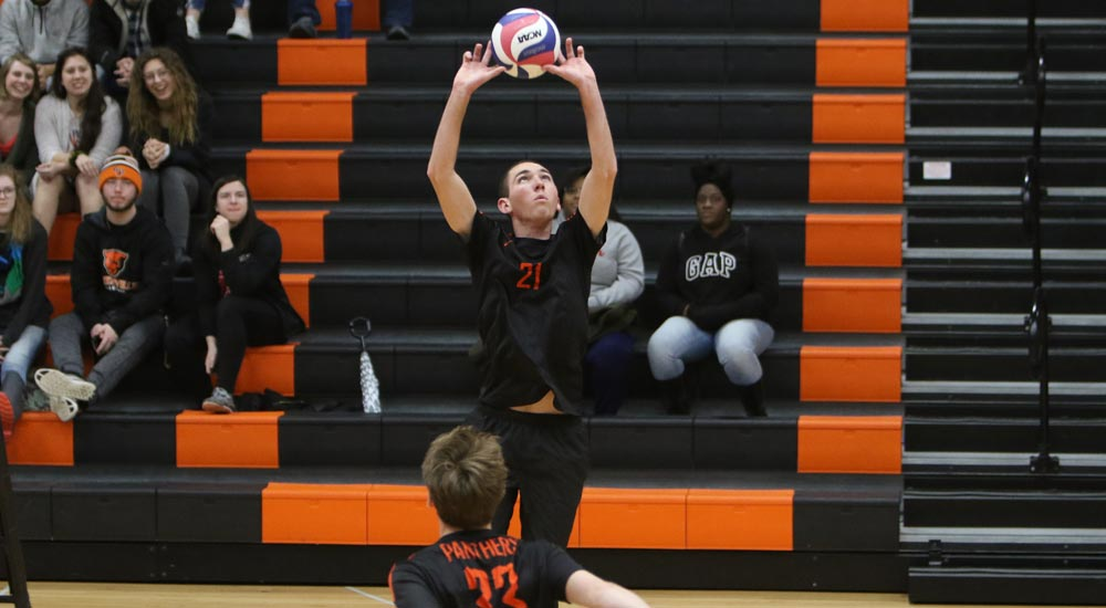 Men's volleyball tops Lincoln's JV, falls to varsity