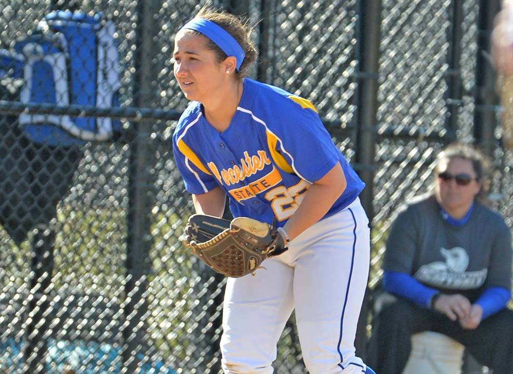 Worcester State Softball Drops a Pair to Framingham State