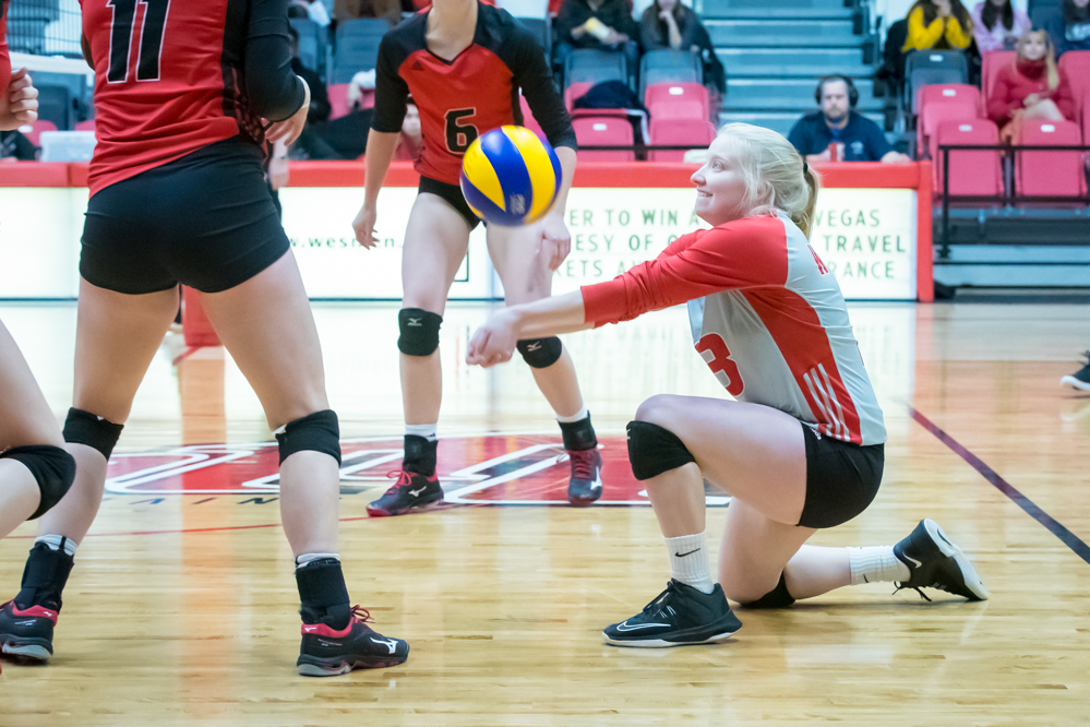 Madison Fyvie gets a dig during the Winnipeg Wesmen's straight-sets win over the UBCO Heat on Friday, Nov. 2, 2018. (Kelly Morton/Wesmen Athletics)
