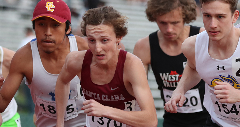 Zach Litoff's 9:01.46 is the second-fastest 3,000-meter steeplechase time in program history.