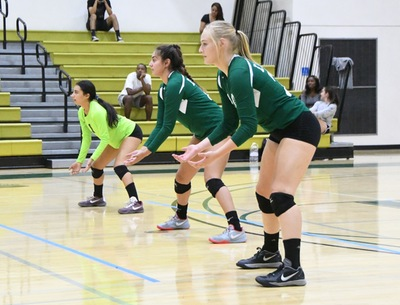 East Los Angeles College volleyball freshmen are ready on defense to set up their attack plan. (Photo by DeeDee Jackson)