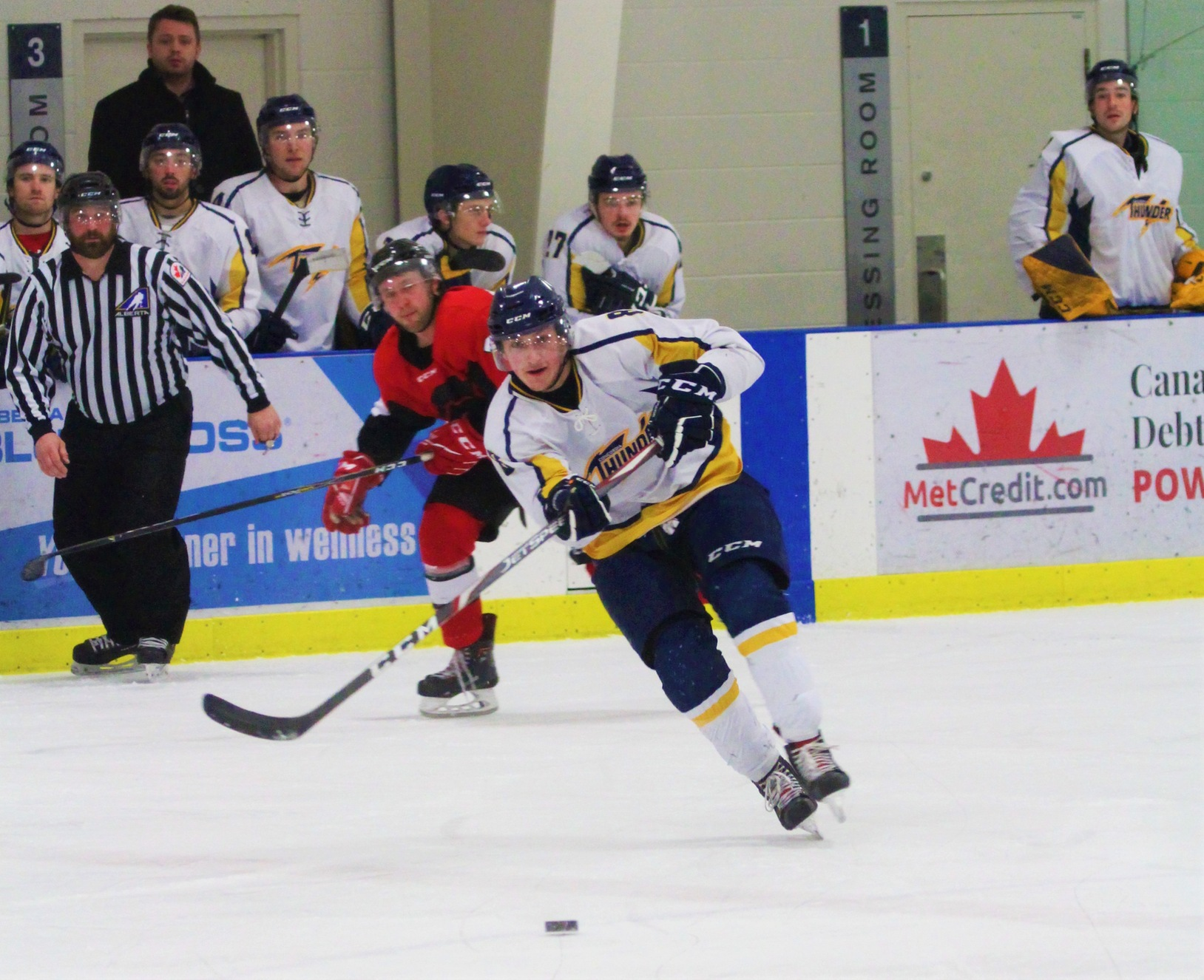 Thunder fall 3-2 to the visiting Ooks