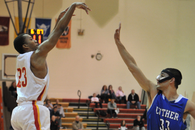 Swain buzzer-beat goes for naught, Storm lose in OT