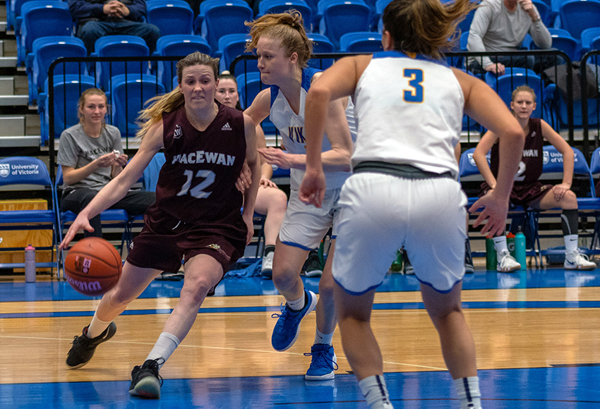 Kayla Ivicak capped off her illustrious five-year university career with back-to-back double doubles on her final weekend at Victoria to finish with 22 for her career (Full Stroke Photography).